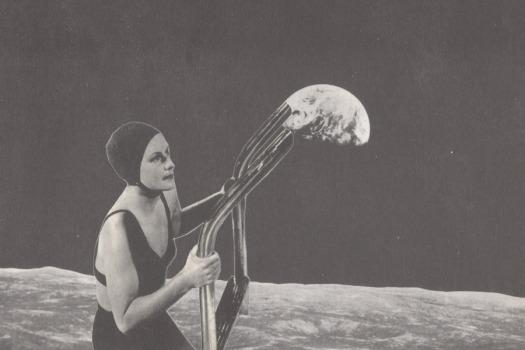 © Lidia Anaut - Swimming moon